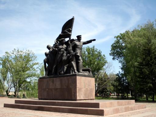 Украина: у памятника десантникам мужчина выстрелил в себя